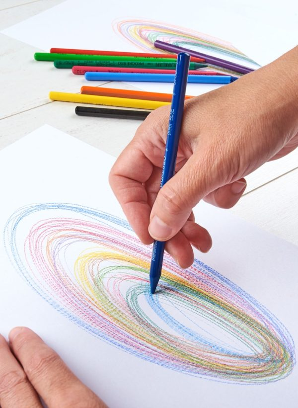 Ruka kreslící automatickou kresbu a aurogram